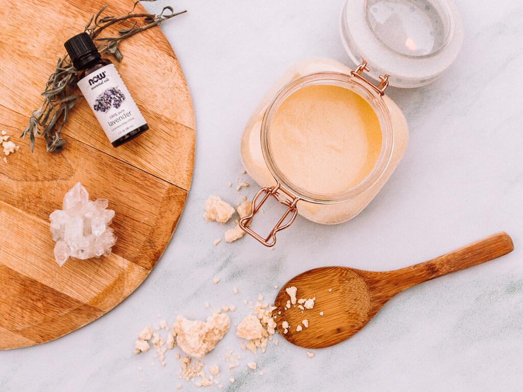 חמאת גוף ביתית מחומרים טבעיים למניעת סימני מתיחה