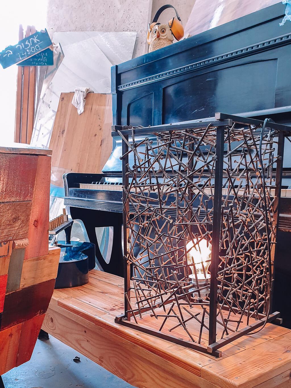 ארי שומרון רהיטים ממוחזרים מצפה רמון
